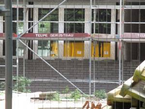 Die neuen Fenster mit Sonnenschutz werden eingebaut©Stadt Rhede
