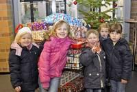Kinder vor dem Tannenbaum©Stadt Rhede